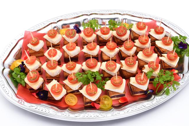 ピンチョス カマンベールチーズと赤ワイン風味のポテトムース