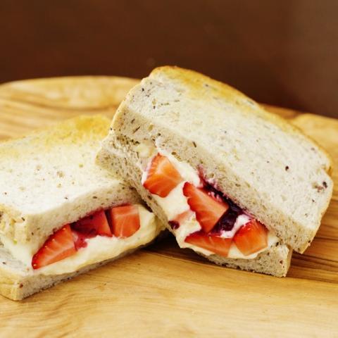 ストロベリーフルーツサンドイッチ画像