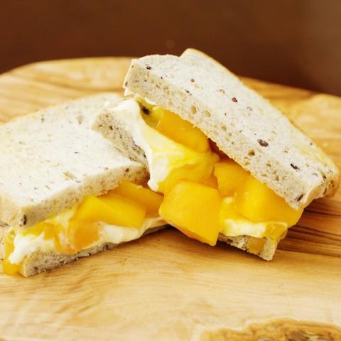 マンゴーフルーツサンドイッチ画像