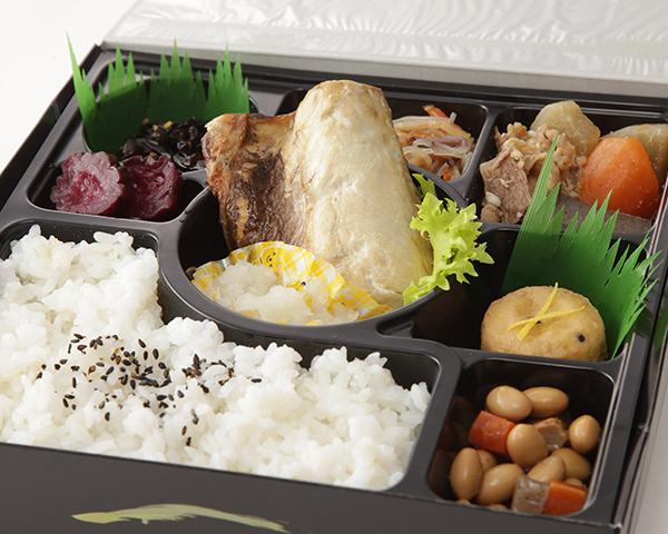 サバの塩焼きと6種の季節の惣菜幕の内弁当画像