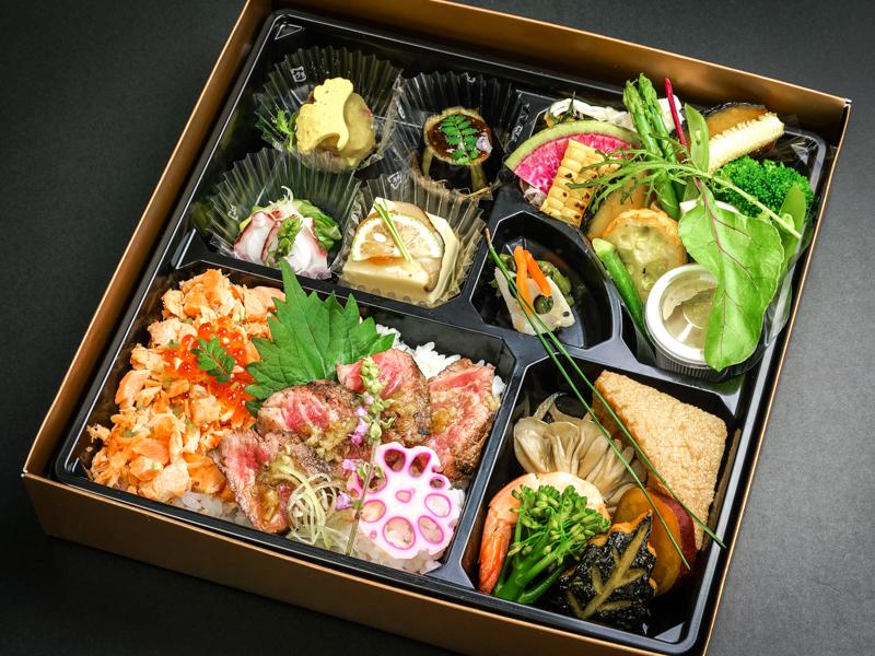 「彩」20品目のお野菜 鮭といくらの親子めしと厳選牛ステーキの二色重